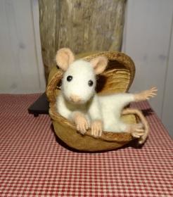 Filzmaus in Buddhanuss, Maus gefilzt, Filzfigur - Handarbeit kaufen