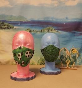 1 Mund-Nasen-Maske / Behelfsmaske für Kinder im Wende-Design Grün-Fußball-Trillerpfeife / Gras - Handarbeit kaufen