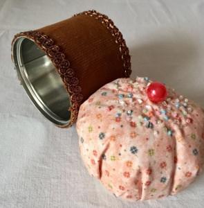 Nadelkissen- und Aufbewahrungsbox Cupcake, two in one