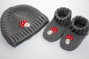 gehäkeltes Babyset: Glückspilz -  Schuhe und Mütze