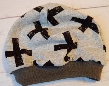 Beanie schwarze Kreuze selbstgenäht Kopfumfang 47-49