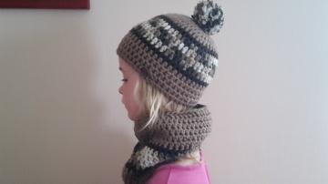 Gehäkelte  Winter Mütze und Loop für Kinder in braun