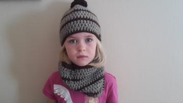 Gehäkelte Mütze und Loop für Kinder, Winter in braun gestreift