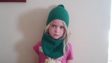 Gehäkelte Mütze und Loop für Kinder, Winter in grün