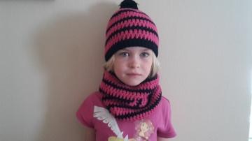 Gehäkelte Mütze und Loop für Kinder, Winter in pink schwarz
