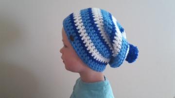 Gehäkelte Mütze Longbeanie für Kinder, Winter mit Bommel in blau weiß gestreift