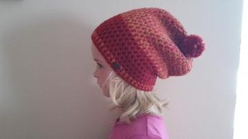Gehäkelte Mütze Longbeanie für Kinder, Winter mit Bommel in rot bunt