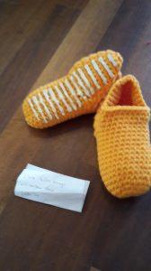 Gehäkelte Hausschuhe für Kinder Größe 29 in hellem orange