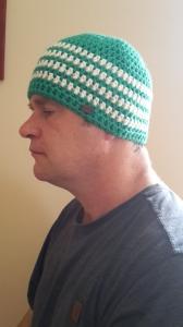 Gehäkelte Mütze für Männer, Winter in dunkel grün weiß