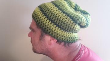 Gehäkelte Mütze Longbeanie für Männer, Winter in grün oliv khaki