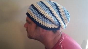 Gehäkelte Mütze Longbeanie für Männer, Winter blau weiß gestreift
