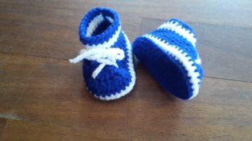 Gehäkelter Babyschühchen in  blau weiß