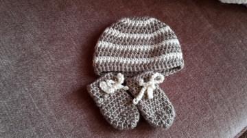 Gehäkeltes Babyset Mütze und Fäustlinge für Neugeborene in braun creme