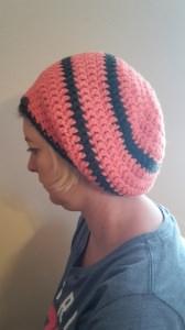 Gehäkelte Mütze Ballonmütze für Frauen Winter in orange / lachs grau