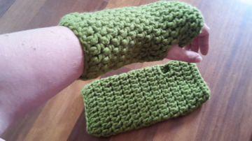 Gehäkelte Stulpen Armstulpen Pulswärmer für Frauen in  oliv