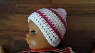 Gehäkelte Babymütze für den Winter in weiß pink rosa gestreift mit Bommel