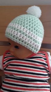 Gehäkelte Babymütze für den Winter in mint weiß mit Bommel