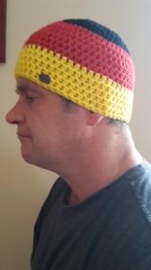 Gehäkelte Mütze für Männer, Winter  in schwarz rot gelb