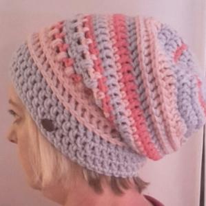Gehäkelte Mütze Longbeanie für Frauen Winter  in hell grau rose himbeer