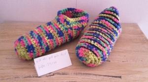 Gehäkelte Hausschuhe Größe 39 / 40 mit Stopper in  multicolor pink blau gelb grün