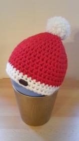 Gehäkelte Mütze für Kleinkinder für den Winter in Weinachtsoptik, Weihnachten Nikolaus rot weiß
