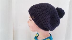 Gehäkelte Mütze Longbeanie für Kinder, Winter mit Bommel in lila