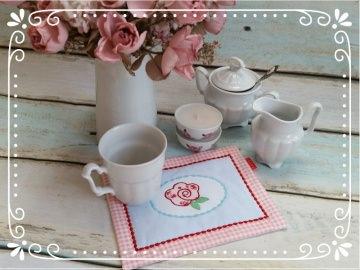 Mug Rug / Untersetzer PRIMROSE in hellblau - rosé