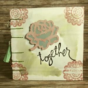 Erinnerungsbuch mit Coptic-Stitch-Bindung Liebe mit Blüte, Spitze und Doilies in Rot, Grün, Grau und Weiß - Handarbeit kaufen