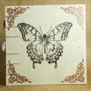 Mittelalterliches Coptic-Stitch-Buch mit Ornamentecken, Schmetterling und Anhängern 6 Inch - Handarbeit kaufen