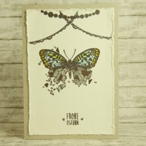 Handgemachte Klappkarte mit Schmetterling, Girlanden und Frohe Ostern-Schriftzug in Gelb, Grün, Blau, Grau und Braun Din A6 - Handarbeit kaufen