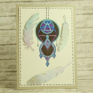 Handgemachte Klappkarte mit großem traumfängerähnlichem Ornament und Federn in Schwarz, Lila, Blau und Türkis Din A6 - Handarbeit kaufen