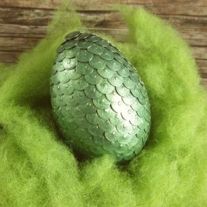 Handgemachtes Drachenei aus Reißzwecken in Metallic-Grün 8 cm - Handarbeit kaufen