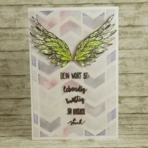 Handgemachte Klappkarte mit Flügeln und Fischgrätenmuster-Hintergrund in Gelb und Lila Din A6 - Handarbeit kaufen