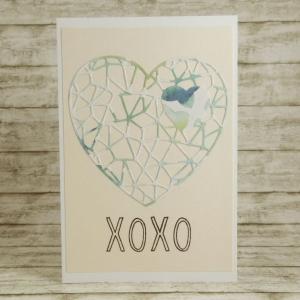 Handgemachte Klappkarte mit Netz-Herz XOXO in Altrosa, Blau und Bermuda Din A6