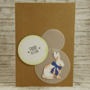 Handgemachte Klappkarte mit Kreisen und großem Hasen mit Schleife in Weiß-Orange und Dunkelblau Din A6 - Handarbeit kaufen