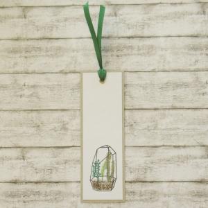 Handgemachtes Lesezeichen aus Papier mit Terrarium in Grün