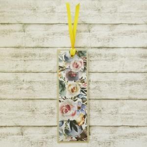 Handgemachtes Lesezeichen aus Papier mit buntem Blumenmuster