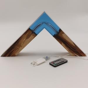 Kleine Stehlampe aus Buchenholz mit LED-Beleuchtung - Handarbeit kaufen