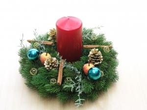 Adventskranz mit roter Kerze, auch als Wandkranz oder Türkranz nutzbar