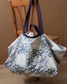 Robuste Allround-Tasche mit Blättermotiv aus Baumwollmischgewebe - Handarbeit kaufen