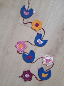 Vielseitige Stoff-Girlande mit Vögel und Blumen in Blau-Pink - Handarbeit kaufen