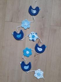 Vielseitige Stoff-Girlande mit Vögel und Blumen in Blau-Weiß - Handarbeit kaufen