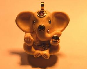 Geschnitzter Mammutelfenbeinanhänger - Baby-Ganesh - Nr 13 - Handarbeit kaufen