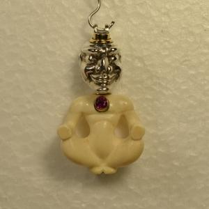 Handgefertigte Figur aus Mammutelfenbein mit einen Kopf aus Sterlingsilber. - Handarbeit kaufen