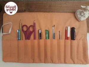 Stifterolle,  Rollmäppchen, handgenäht, Pinselrolle, Filzstiftrolle, Häkelnadelrolle, lachsfarben, Mäppchen, grün