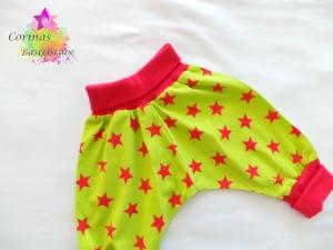 Handmade Pumphose aus Jersey Gr.62/68 Sterne rot grün - Handarbeit kaufen