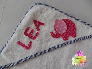 Kapuzenbadetuch Handtuch ELEFANT ★ mit Wunschnamen ★ 100 x 100 cm ★  - Handarbeit kaufen