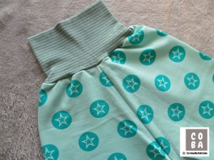 Handmade Pumphose aus Sommersweat Gr. 86/92 mit mint-türkisfarbenen Sternen  - Handarbeit kaufen