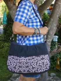 Upcycling Handtasche black aus Jeans mit Wollstoffapplikation in rose-grau jetzt kaufen - Handarbeit kaufen