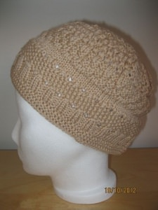 XL-Mütze handgestrickt im Mustermix beige